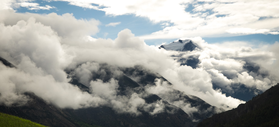 Cloud-cover over Pisang Peak