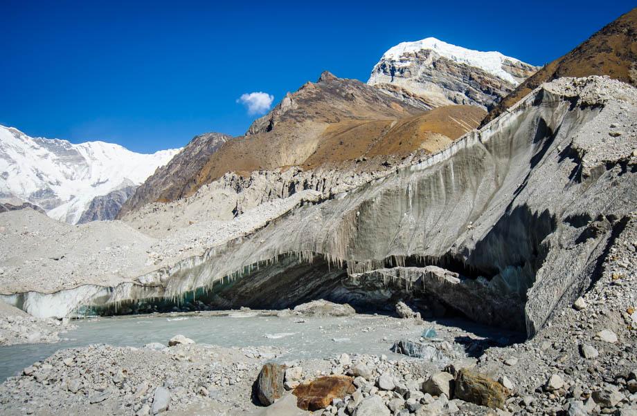 gokyo glacier ice cliff