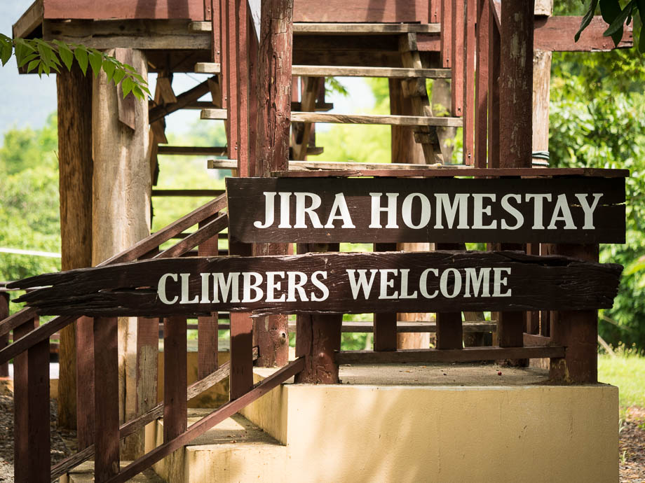 Jira's Homestay near the Crazy Horse Buttress