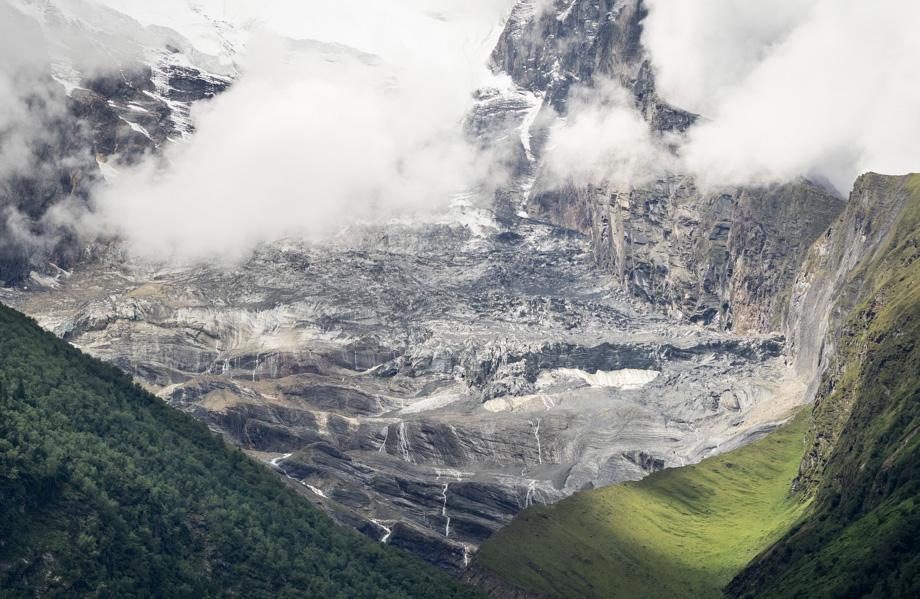 The glacier that runs down Annapurna II